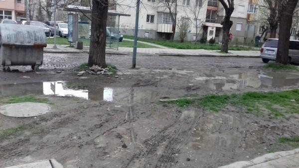 Иван Тотев: Улица