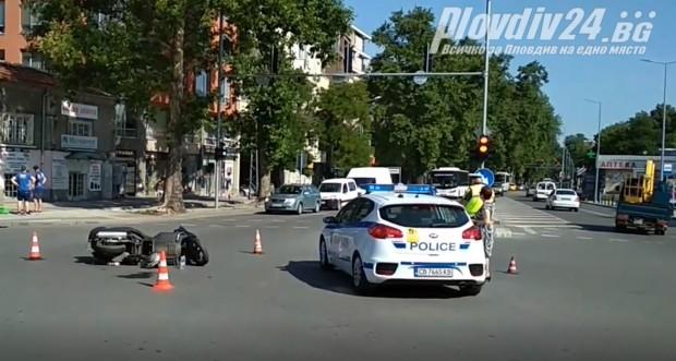 Инцидент с моторист на централно кръстовище в Пловдив!