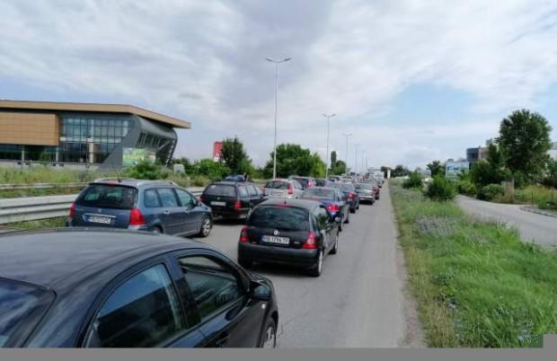 Светофар предизвиква километрични задръствания на един от входовете на Пловдив?